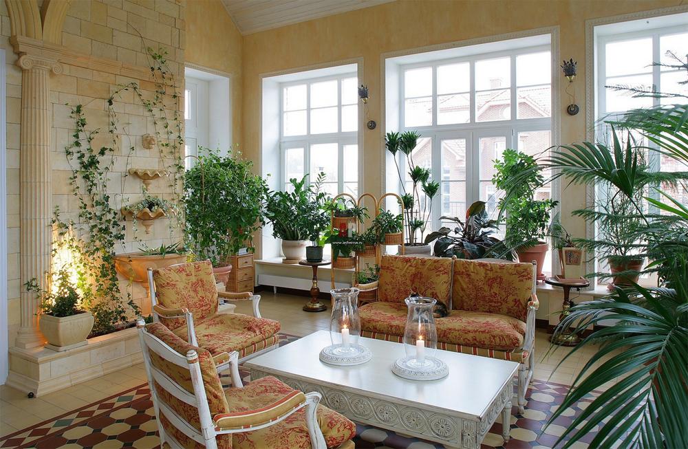 Интерьер садового домика внутри