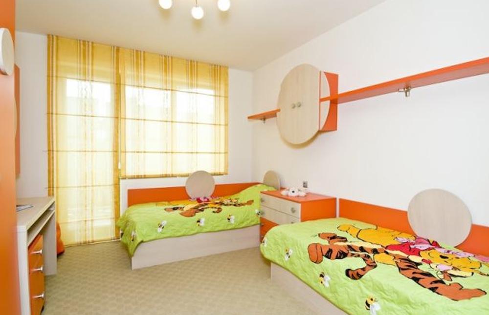 Дизайн детской комнаты для мальчика с балконом..
