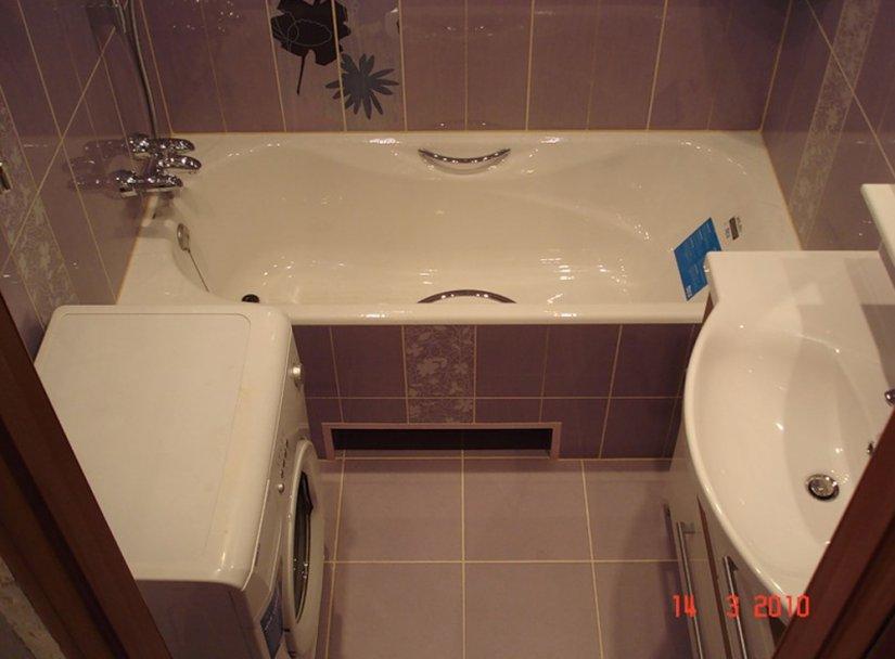 Традиционная прямоугольная конфигурация ванной комнаты площадью 5 кв