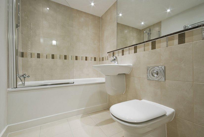 красивая светлая ванная комната